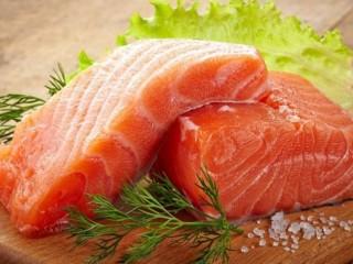 Рыбка малосольная красная, мидии, икра натуральная, рапаны.