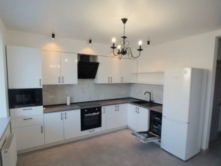 Продажа 1-2 комнатной обустроеной квартиры в ЖК Новомостицки